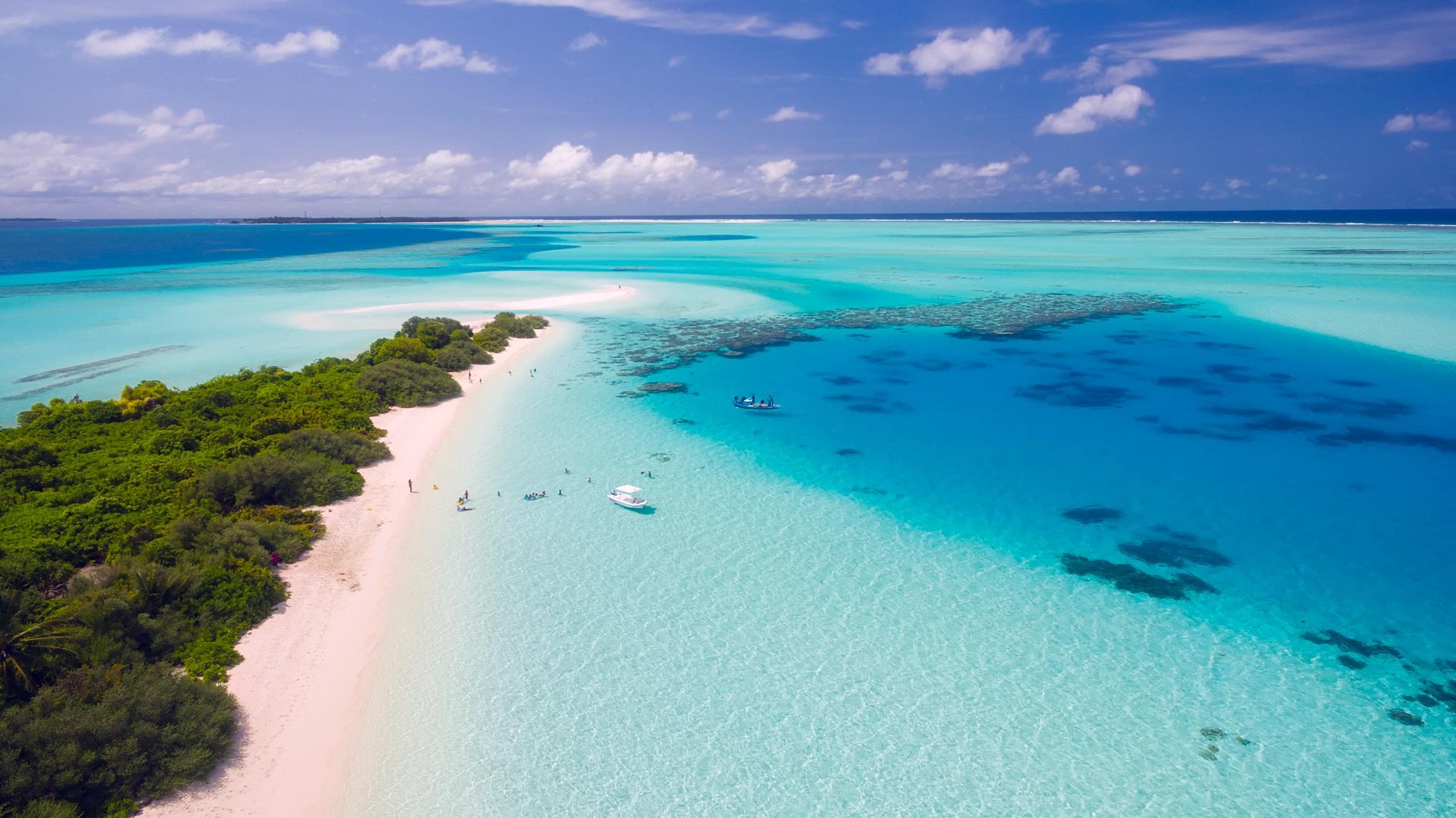 Maldivas en Catamarán BAA & RAA  11 Días / 10 Noches Pensión Completa